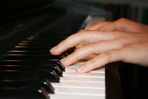 piano-practice-1094543-m